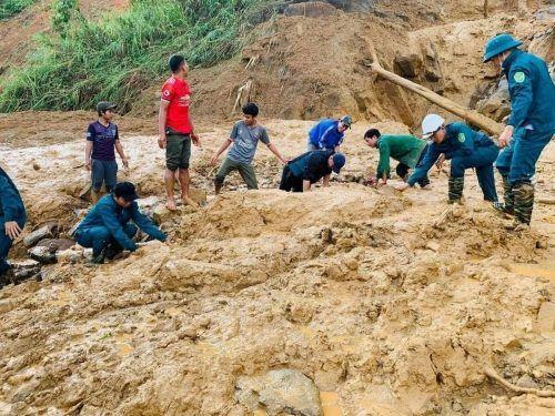 """""""Molave"""" löste Schlammlawinen in der Provinz Quang Nam aus.Ap"""
