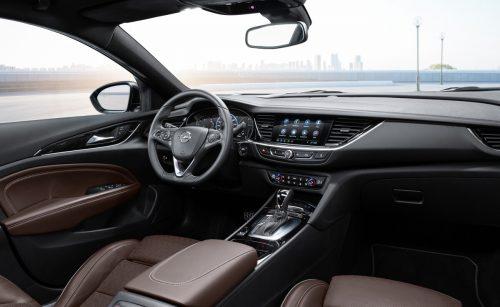 Nahtlos ins übersichtliche Cockpit integriert sind die digitalen Elemente.