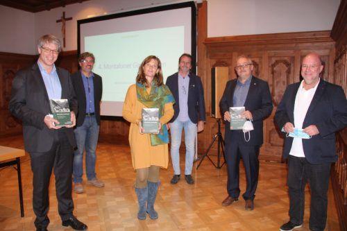 Organisatoren mit Referenten der Tagung: Oliver Jens Schmitt, Edith Hessenberger und Roland Rollinger (v. l.)STR