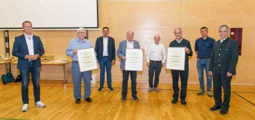 Oswald Dörler, Hans Fetz, Dr. Egon Gmeiner, Ernst Friedrich, Josef Konzett, Präsident Gerhard Mohr und Kammeramtsdirektor Stefan Simma (v.l.).Imkerverband