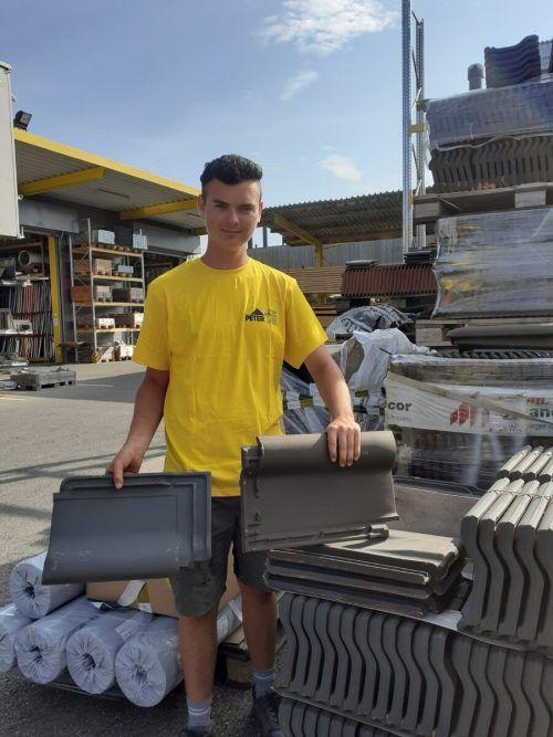 Peter Dach Adrian Fischer heißt der neue Lehrling, der sich für die Doppellehre Dachdecker & Spengler entschieden hat.
