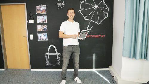 Schirmmacher mit Eigentümer Christian Ströhle entwickelte sich innerhalb kurzer Zeit zum führenden Anbieter für bedruckte Werbeschirme. schirmmacher