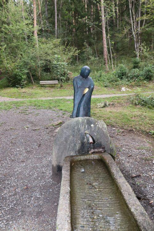 Seit Kurzem ziert die Marienfigur aus den Händen von Dietmar Frei das Maria Brünnele in Nüziders.Gemeinde