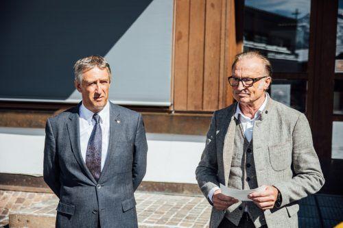 Stefan Jochum (l.) kommt und Ludwig Muxel dankt als Bürgermeister von Lech nach 27 Jahren im Amt ab. VN/Sams