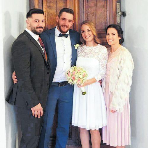 Stephanie und Benjamin Fussenegger mit ihren Trauzeugen David Lamprecht und Yvonne Hahan-Lamprecht. Fussenegger