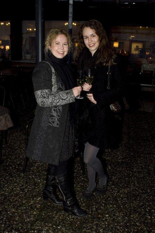 Sybille und Michelle Lux beim Apéro.