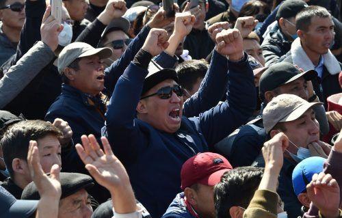 Tausende Menschen versammelten sich in der Hauptstadt Bischkek. AFP