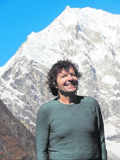 """Theo Fritsche vor dem Ama Dablam, """"dem schönsten Berg der Welt"""". Im Jahr 2000 bestieg er den 6812 Meter hohen Berg im Himalaya. Fritsche"""