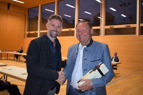 Thomas Konrad bedankt sich bei seinem Vorgänger Kurt Krottenhammer.