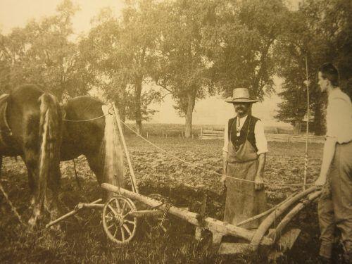 Um Missernten vorzubeugen, vertrauten die Bauern auch dem Segen von oben.