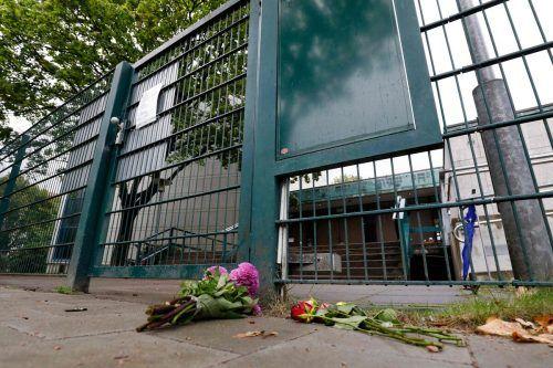 Vor dem Eingang des Gotteshauses wurden Blumen niedergelegt. AFP