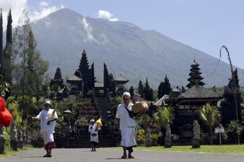 Wegen Corona liegt die Reisebranche auf Bali seit Monaten am Boden. In der Tempelanlage Besakih sind die Besucherzahlen sehr stark zurückgegangen.AP