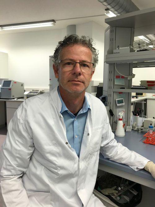 Als Molekularbiologe weiß Axel Mündlein um die Vorteile des Impfstoffs.vn
