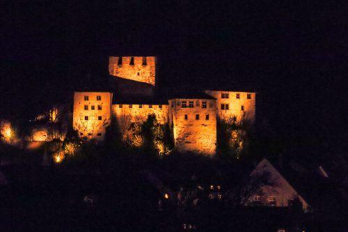 Als Zeichen gegen Gewalt an Frauen wird die Schattenburg bis 10. Dezember orange ausgeleuchtet. Stadt Feldkirch