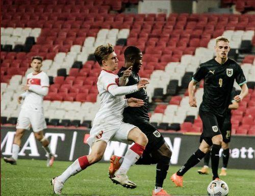 Altachs Daniel Nussbaumer (r.) zeigte in seinen ersten 57 Minuten für die österreichische U21-Nationalmannschaft eine solide Leistung.ÖFB