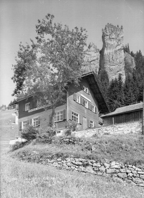 Am 13. 6. 1924 verkündete Johann Mathis die Übernahme und Neueröffnung des Gasthauses Edelweiß in Dornbirn Ebnit. Für die Gäste stünden täglich 100 Liter Milch zur Verfügung. Sammlung Risch-Lau; Ansichtskartensammlung; Vorarlberger Landesbibliothek