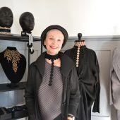 """<p class=""""caption"""">Anita Keckeis hat sich in ihrem neuen Salon schon gut eingelebt.</p>"""
