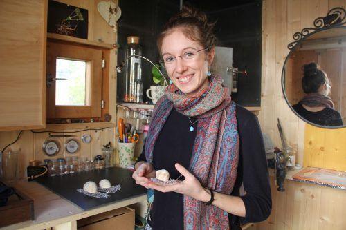 Anna Bertle fertigt ausschließlich Unikate aus Glas in ihrer kleinen Werkstatt.Viele Inspirationen holt sie sich aus der Natur.STR