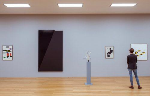Auch gut platziert: Arbeiten von Verena Loewensberg.