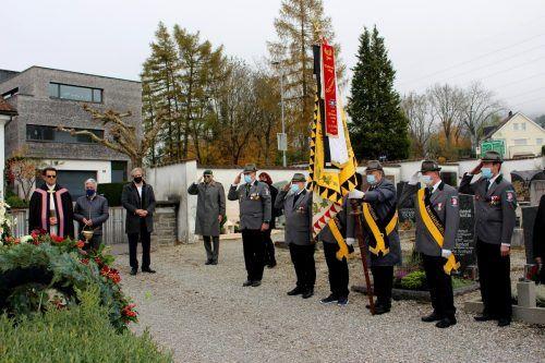 Auch in einem coronabedingt kleinen Rahmen wurde der Seelensonntag in Lochau zu einer würdigen Feier des Gedenkens und der Mahnung. bms