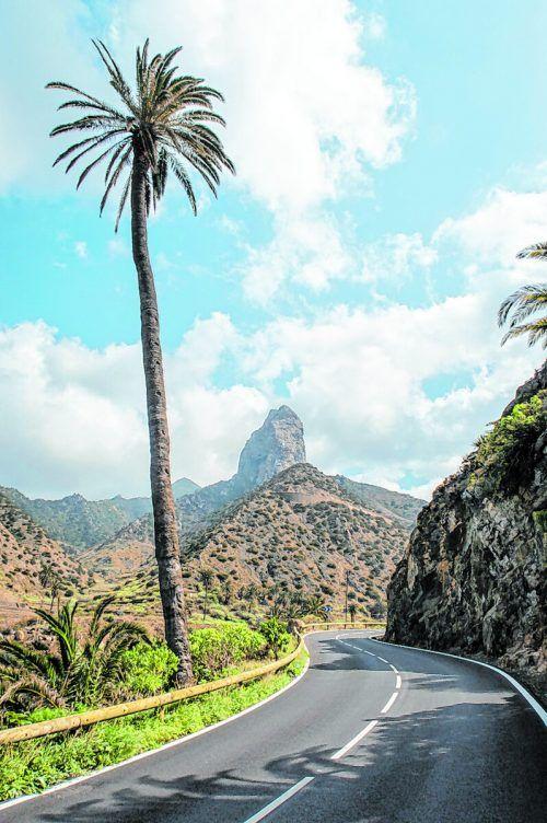 Auf La Gomera schlängeln sich die Serpentinen um die Insel.Shutterstock (5)
