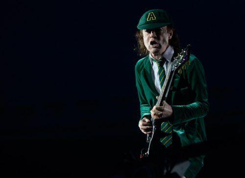 Auf was sich viele freuen: Gitarrist Angus Young 2016, während eines Konzerts der Rock-Band AC/DC im Ernst Happel-Stadion. APA