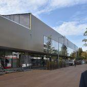 """<p class=""""caption"""">Bei einem Lokalaugenschein erläutert Bürgermeister Elmar Rhomberg die dynamische Entwicklung rund um den vor der Eröffnung stehenden erweiterten XXXLutz. STP/3</p><p class=""""caption""""/>"""
