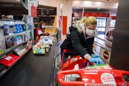Besonders zu den Weihnachtsfesttagen werden Lebensmittel im Überfluss eingekauft.VN/STEURER