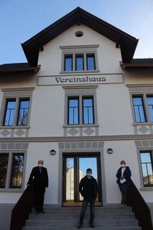 Bgm. Rhomberg, Projektleiter Willam und Veranstaltungsreferentin Hoyler bei der denkwürdigen Präsentation des renovierten Vereinshauses.