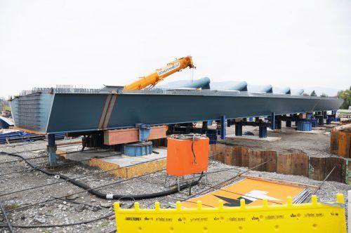 Bis zu 90 Tonnen wiegen die Bestandteile des Stahltragwerks der neuen Rheinbrücke.