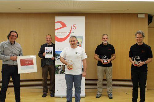 Bürgermeister Gerd Hölzl, Andreas Beier und ein Teil des Koblacher e5-Teams. Gemeinde
