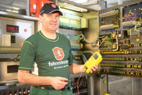 """Christian Schneider, Leiter der Elektroabteilung: """"Waren über das Ausmaß der Ersparnis sehr überrascht.""""Fa"""