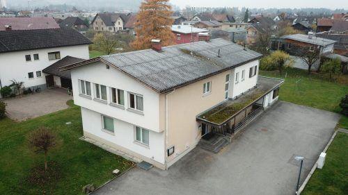 Das Gisinger Pfarrheim hat 51 Jahre am Giebel. Die Sanierung ist dem gesamten Pfarrteam ein großes Anliegen.