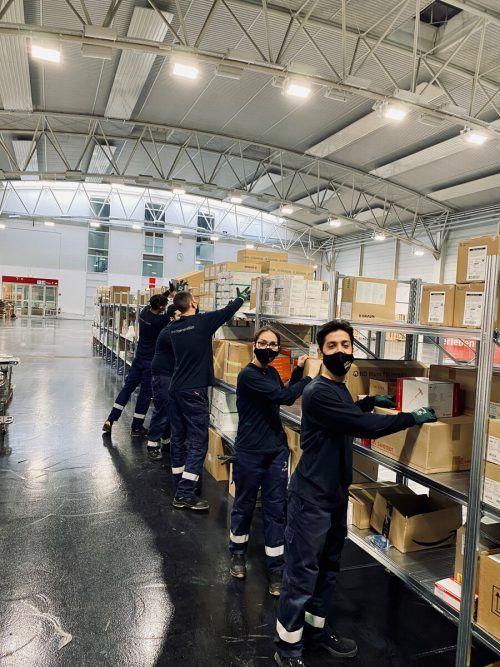 Das Lehrlingsteam von Hydro Nenzing hat den Aufbau des Notkrankenhauses in der Messehalle in Dornbirn unterstützt. hydro