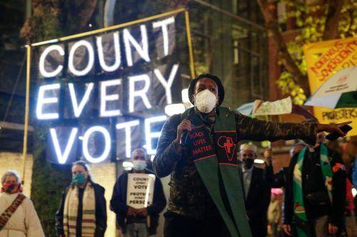 """Demonstranten fordern """"Zählt jede Stimme."""" In mehreren großen Städten kam es zu Protesten. AFP"""