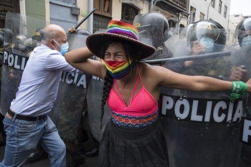 Der Kongress in Peru hat Präsident Martín Vizcarra wegen Betrugsverdachts des Amtes enthoben. Das löste Proteste aus. AP