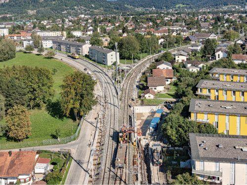 Im Zuge des Ausbaus der Bahnstrecke wird der Radweg verbreitert.öbb