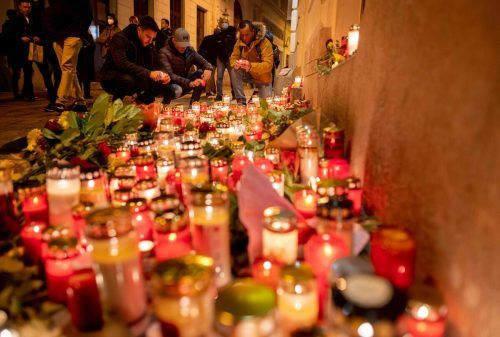 Die Anteilnahme nach dem Anschlag ist weiterhin groß. AFP