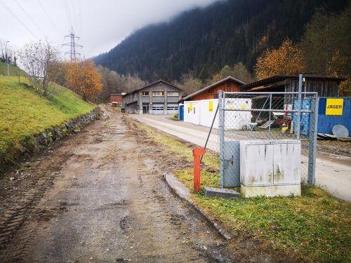 Die Arbeiten rund um die Verbreiterung des Radwegs im Bereich Recyclinghof laufen auf Hochtouren - unter anderem ist auch die Errichtung eines Kreisverkehrs geplant.gemeinde