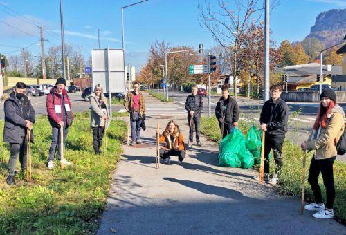 Die Blum_lehrlinge sammelten in Hohenems Abfall ein.Stadt
