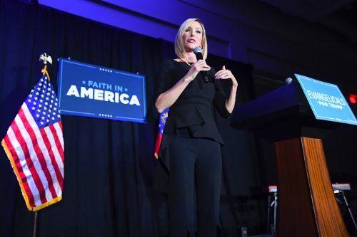 Die erzkonservative Predigerin Paula White ist eine Vertraute Trumps. AP