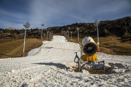 Die Grundlage einer gut zweimetrigen Schneeschicht ist die Basis für die nunmehr bestätigten Weltcuprennen im 1800 m hoch gelegenen Zürs am Arlberg.Paulitsch