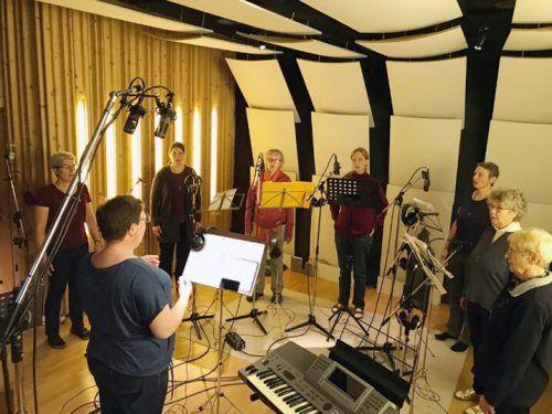 Die Klaraschwestern bei der Einspielung der CD in den TonZoo-Studios. K. Mathis