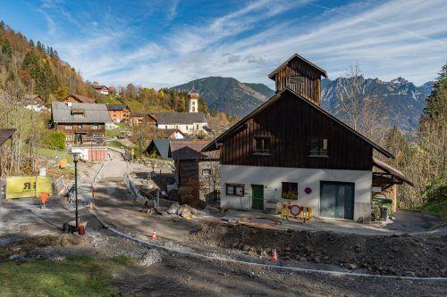 Die neue Mühlebachbrücke in Bürserberg steht unmittelbar vor ihrer Fertigstellung.VN/Stiplovsek