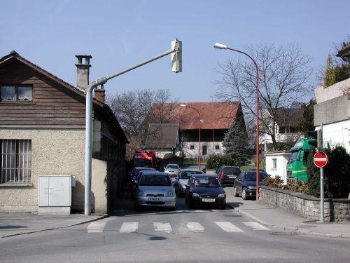 Die Nideggegasse in Bregenz wurde Montagfrüh zum Schauplatz eines Verbrechens, der oder die Täter flüchteten anschließend in Richtung Riedergasse. fst