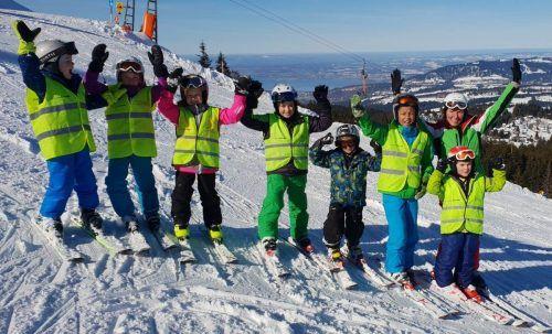 Die Skikurse des Skiclubs Mühlebach kommen bei den Kindern gut an.cth