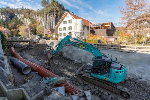 Die Sohle des Alvierbachs wird auf einer Länge von 72 Metern aufgeweitet und 1,5 Meter tiefer gelegt.vn/Stiplovsek