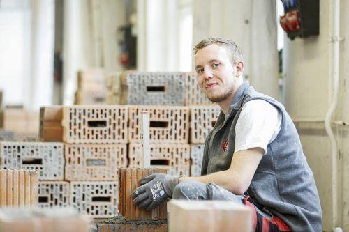 Die Vorarlberger Bauinnung unterstützt mit knapp 350.000 Euro heimische Baufirmen, die Lehrlinge ausbilden.Eva Rauch