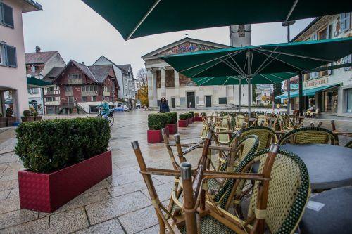 Die Vorarlberger bleiben wieder mehr daheim. Das zeigt sich auch in Dornbirn.VN