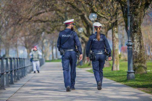 Die Vorarlberger Polizei kontrolliert die Covidverordnungen im Rahmen des täglichen Streifendienstes. VN/Paulitsch